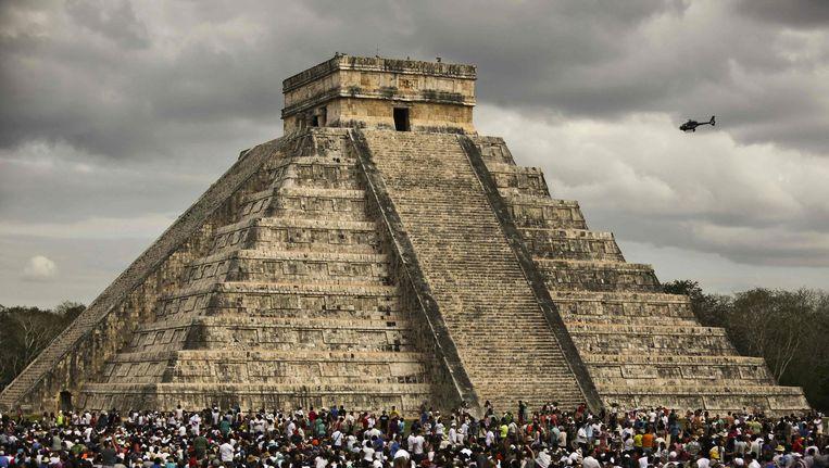 Een oude Maya-tempel bij de archeologische opgraving Chichen Itza. Beeld null