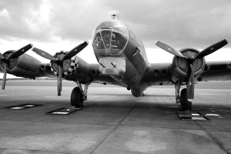 """Het toestel - bijgenaamd """"vliegend fort"""" - kon 2 tot 5 ton aan bommen meenemen."""
