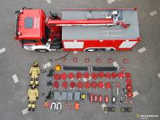 Brandweer Zwijndrecht haalt bluswagen leeg voor Tetris challenge