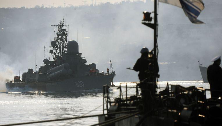 Russische en Oekraïnse marineschepen in de Krim. Beeld AFP