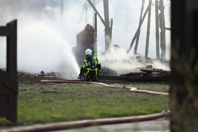 Schuur in Langeweg tot aan de grond toe afgebrand.