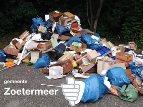 Handhavers vinden berg gedumpt afval in park: 'Jammer dit'
