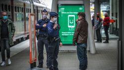 Man wordt aangesproken op het niet dragen van een mondmasker in station Leuven en start gevecht met de politie