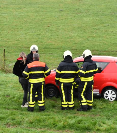 'Wonder dat auto niet over kop slaat' als hij van de Maasdijk rijdt in Wijk en Aalburg