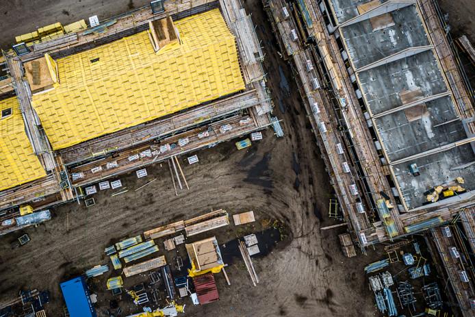 Een luchtfoto van een wijk in aanbouw. De stikstofcrisis legde veel bouwplannen stil.