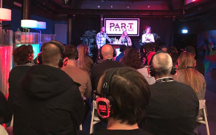 Zo'n 35 bezoekers van festivals spraken op uitnodiging van festivalorganisatie Par-T in de Eindhovense RGB Bar 040 mee over zaken als communicatie en marketing.