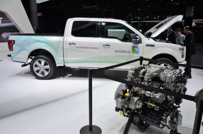 De compacte driecilinder motor met zes zuigers van de firma Achates