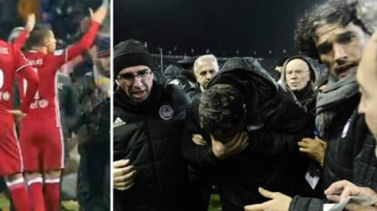 Kevin Mirallas woedend op fans PAOK nadat zijn coach geraakt wordt door wc-rol en match niet van start gaat
