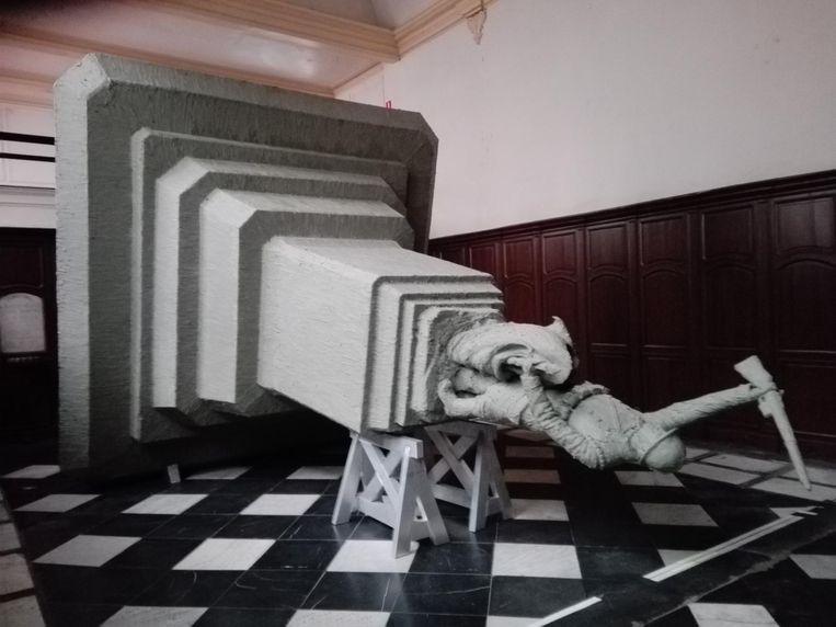In de Gasthuiskapel in Poperinge werd de sculptuur al eens op ware grootte uitgevoerd in klei.