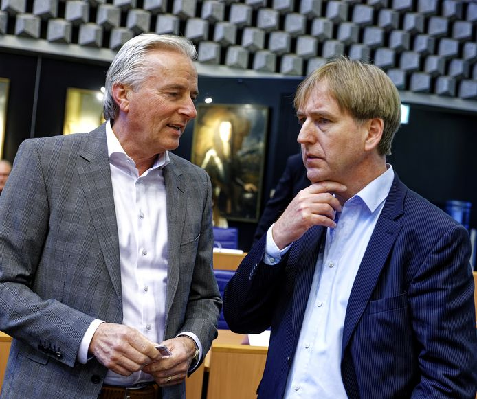 FvD-Statenleden Hans Smolders (links) en Eric de Bie mogen rekenen op de steun van kleine partijen in Brabant.
