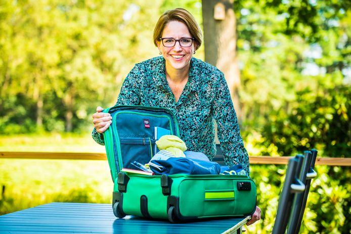 Judith Westendorp van Stichting Ekiko, die ervoor zorgt dat een kind dat in een crisissituatie uit huis wordt geplaatst een koffertje met eigen spulletjes krijgt