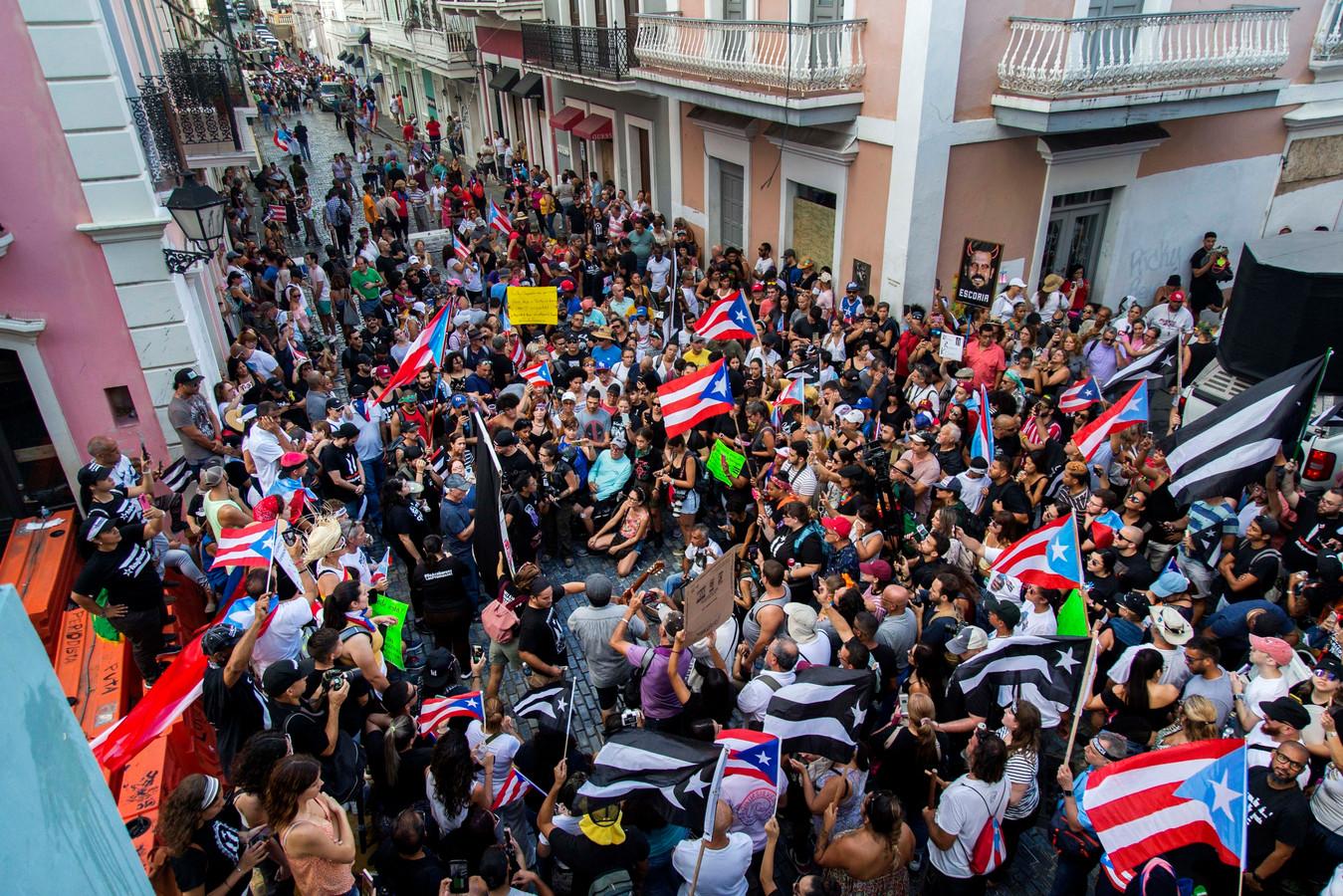Demonstranten eisen het aftreden van gouverneur Ricardo Rossello.