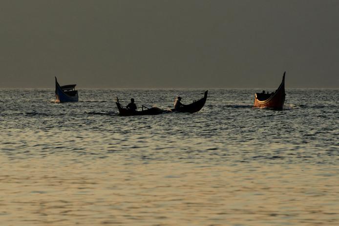 Vissers voor de kust van Indonesië.