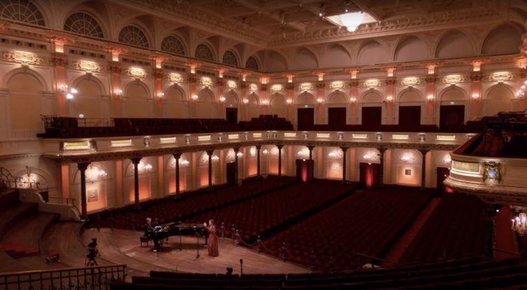 Trijntje Oosterhuis zingt Stevie Wonder in een leeg Concertgebouw. Beeld Printscreen Youtube
