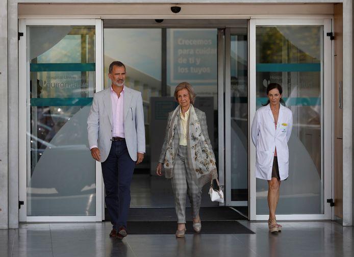 Juan Carlos kreeg vanmiddag bezoek van zijn zoon Felipe en echtgenote Sofia.