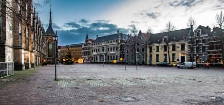 GroenLinks-raadslid verbaast zich over auto-evenement op 'autovrij' gemaakt Grote Kerkhof in Deventer