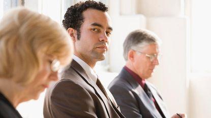 Waarom die irritante collega goed voor je brein kan zijn