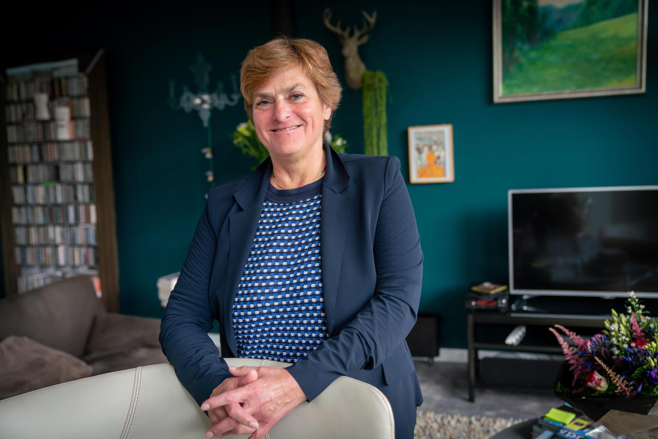 Nelly Kalfs wordt burgemeester van Lingewaard. 'De eerste die sinds Willem Helmich uit eigen gelederen komt.'