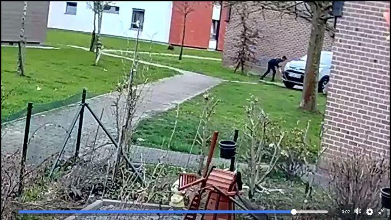 Een beeld van de bewakingscamera, die de diefstal gefilmd heeft.