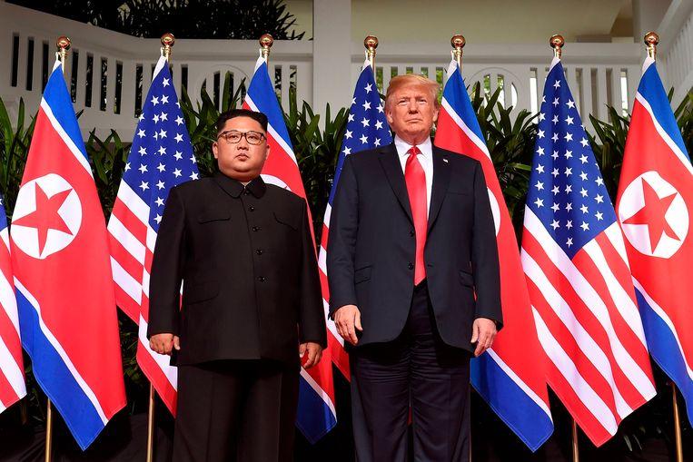 De Noord-Koreaanse leider Kim Jong-un (links) en de Amerikaanse president Donald Trump (rechts) bij hun ontmoeting in Singapore in juni 2018.