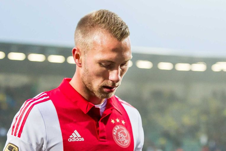 Van der Hoorn verlaat teleurgesteld het veld in Den Haag. Beeld anp