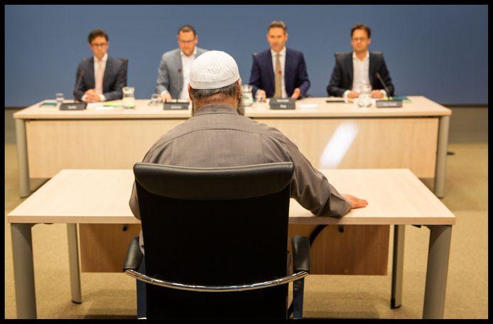 De Commissie Rog verhoorde op 19 februari imam  Suhayb Salam, bestuursvoorzitter en geestelijk leider van de Stichting alFitrah.