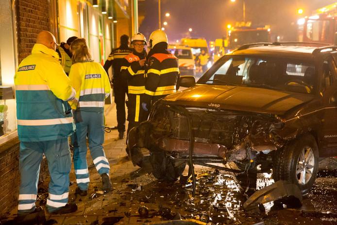 Vijf gewonden bij ernstig ongeval met drie auto's in Stationsstraat Roosendaal