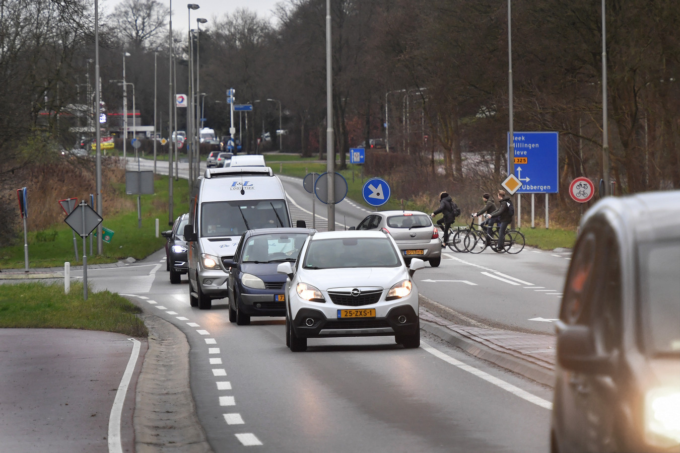 Gevaarlijke fietsoversteek op de Nieuwe Ubbergseweg.