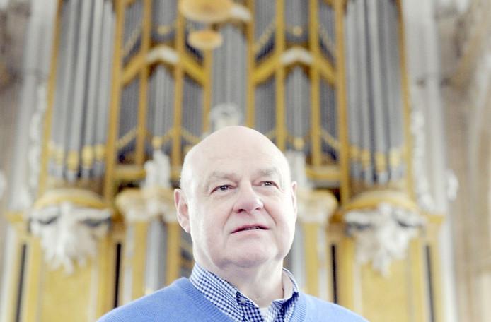 Jack Blok voor het grote orgel in de Eusebiuskerk.