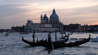 Zo druk in Venetië dat toeristen en inwoners over aparte wandelpaden moeten