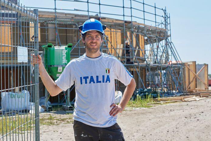 Riccardo Leto, met op de achtergrond de eerste cirkel van Ecodorphuizen