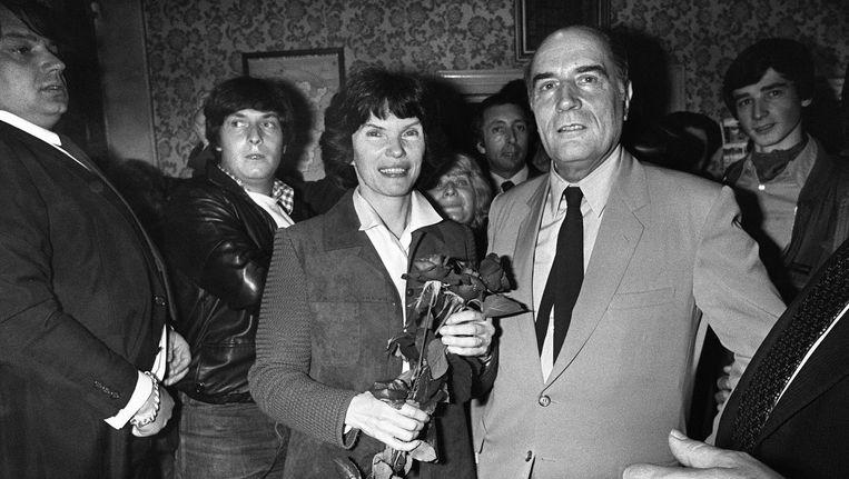Francois Mitterand en zijn vrouw Daniëlle (10 mei 1980) nadat bekend is gemaakt dat Mitterand de Franse presidentsverkiezingen heeft gewonnen. Beeld afp