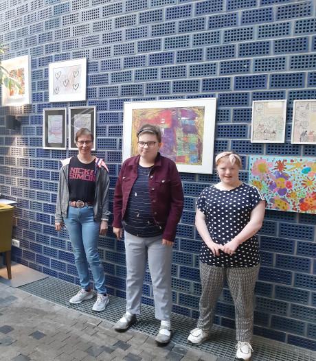 Kunstenaars trots op expositie 'Kunst van Katoen' in Enschede