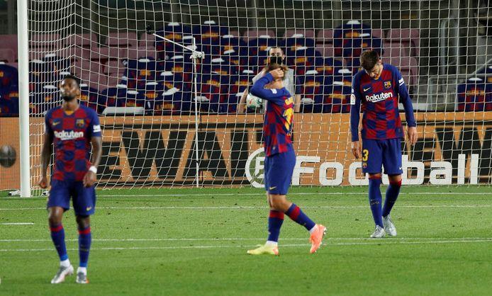 Teleurstelling bij de spelers van FC Barcelona na opnieuw puntenverlies geleden te hebben.