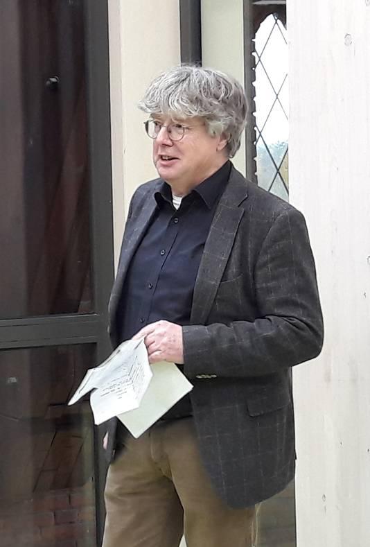 Architect Steef Luijten speecht tijdens de oplevering.