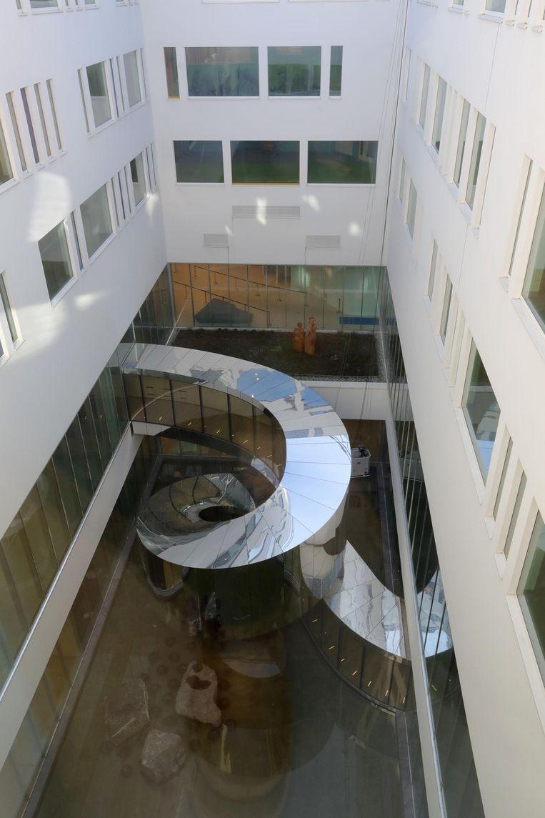 De 'slangengang' verbindt twee delen in het binnenplein.