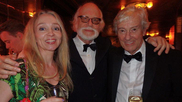 Het gouden duo regisseur Paul Verhoeven (r) en producent Rob Houwer even herenigd. Ook met Esther Way, partner van Houwer. Beeld Schuim