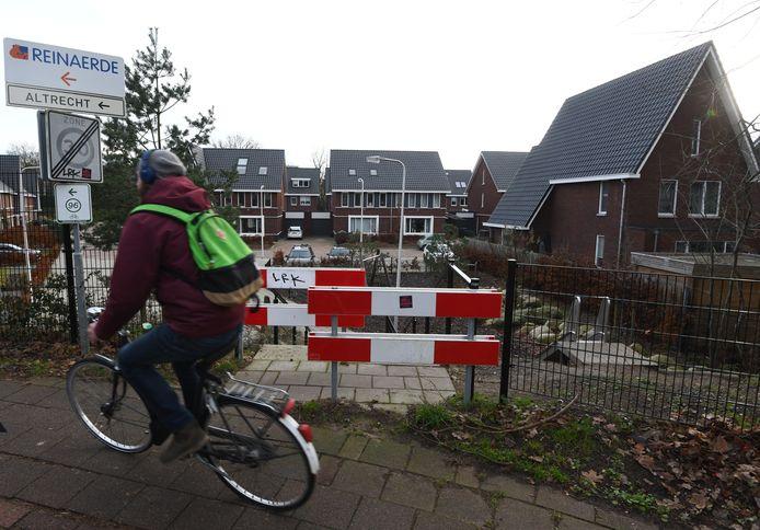 Nadat er een buurtcoach was gekomen kon een hek bij een woonwijk in Den Dolder waar cliënten van Fivoor doorheen liepen worden geschrapt.