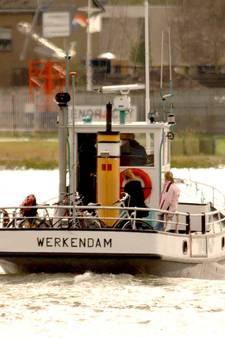 2.500 handtekeningen voor behoud veerdienst Werkendam