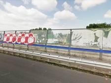 Oproep voor weghalen graffiti langs snelweg