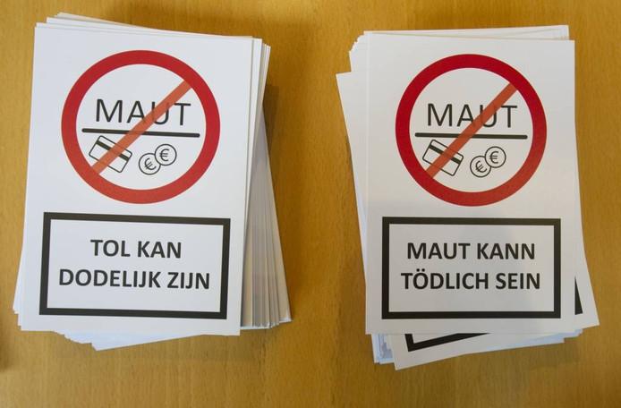 Actiestickers in 2014, toen 30 burgemeesters actie voerden in Glanerbrug.