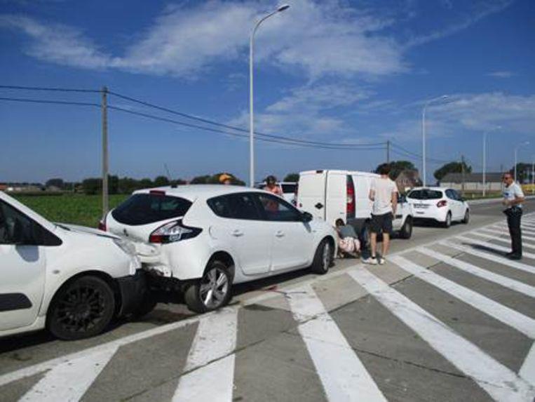 Bij de kettingbotsing raakten vier voertuigen betrokken. De laatste is total loss.