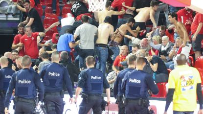 """VIDEO. Charleroi: """"Jammer dat het feest verpest werd door Israëlische fans die stoelen losrukten en ermee gooiden"""""""