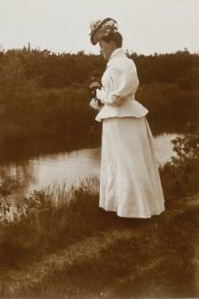Koningin Wilhelmina schoot deze plaatjes van Spakenburg