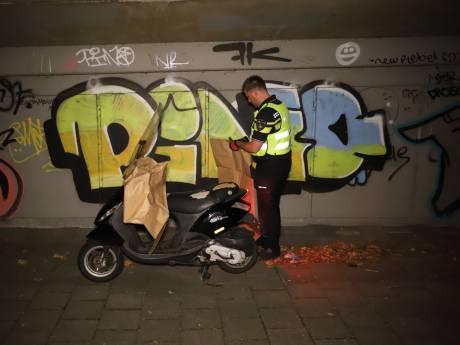 Politie achtervolgt vluchtende scooterrijders Breestraat