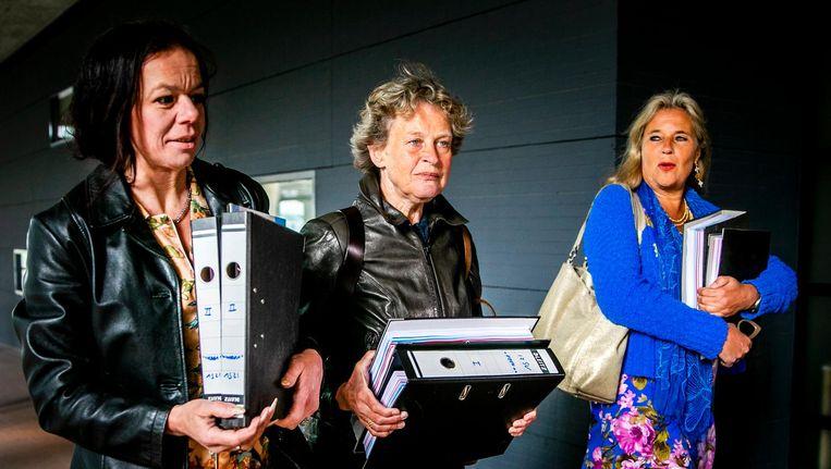 Advocaat Bénédicte Ficq (M), longarts Wanda de Kanter en longkankerpatient Anne Marie van Veen (L) Beeld anp