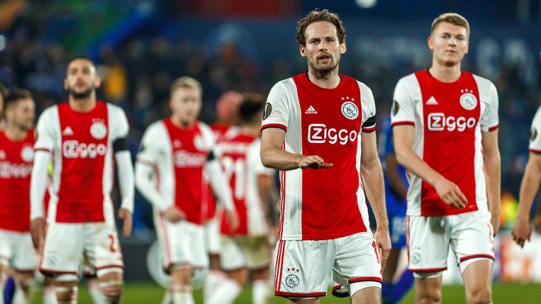 Spelers van Ajax druipen af na de 2-0 nederlaag tegen Getafe. Beeld null