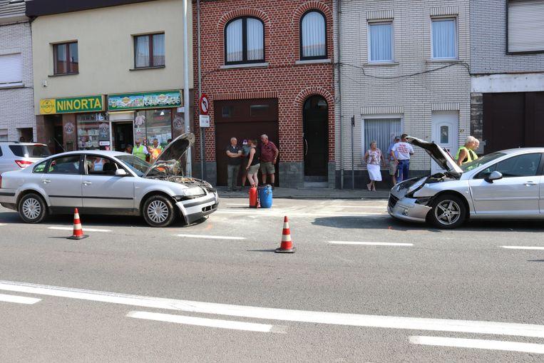De bestuurster van het linkse voertuig werd onwel en week af van haar rijbaan.