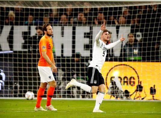 Timo Werner scoort voor Duitsland de 1-0 tegen Nederland. Daley Blind is geklopt.