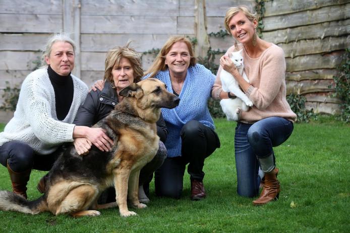 Ex-medewerkers Marie Paule Van Houtryve, Ciska Cortvriendt, Marina Uyttersprot en Sylvia Seys hadden na hun uitlatingen een klacht aan hun been